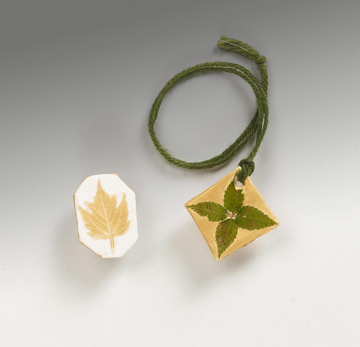 Leafy Gold Jewelry | crayola.co.uk